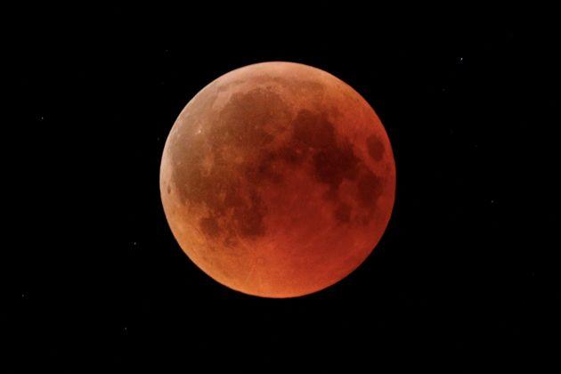 Το φεγγάρι σε δημοπρασία – Αναμένεται να πωληθούν πέτρες του σε διαστημικές