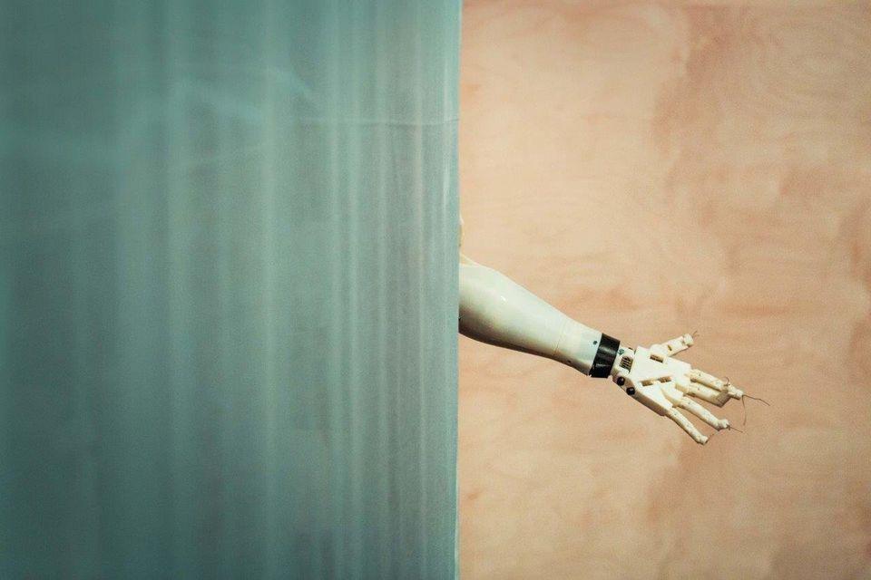 Γιώργος Απέργης: Με φοβίζει η σκέψη ότι η τεχνολογία μπορεί να φτάσει να λειτουργεί ερήμην του