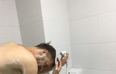 Tourist denkt, er nutze Duschkopf – dann erfährt er, worum es sich wirklich