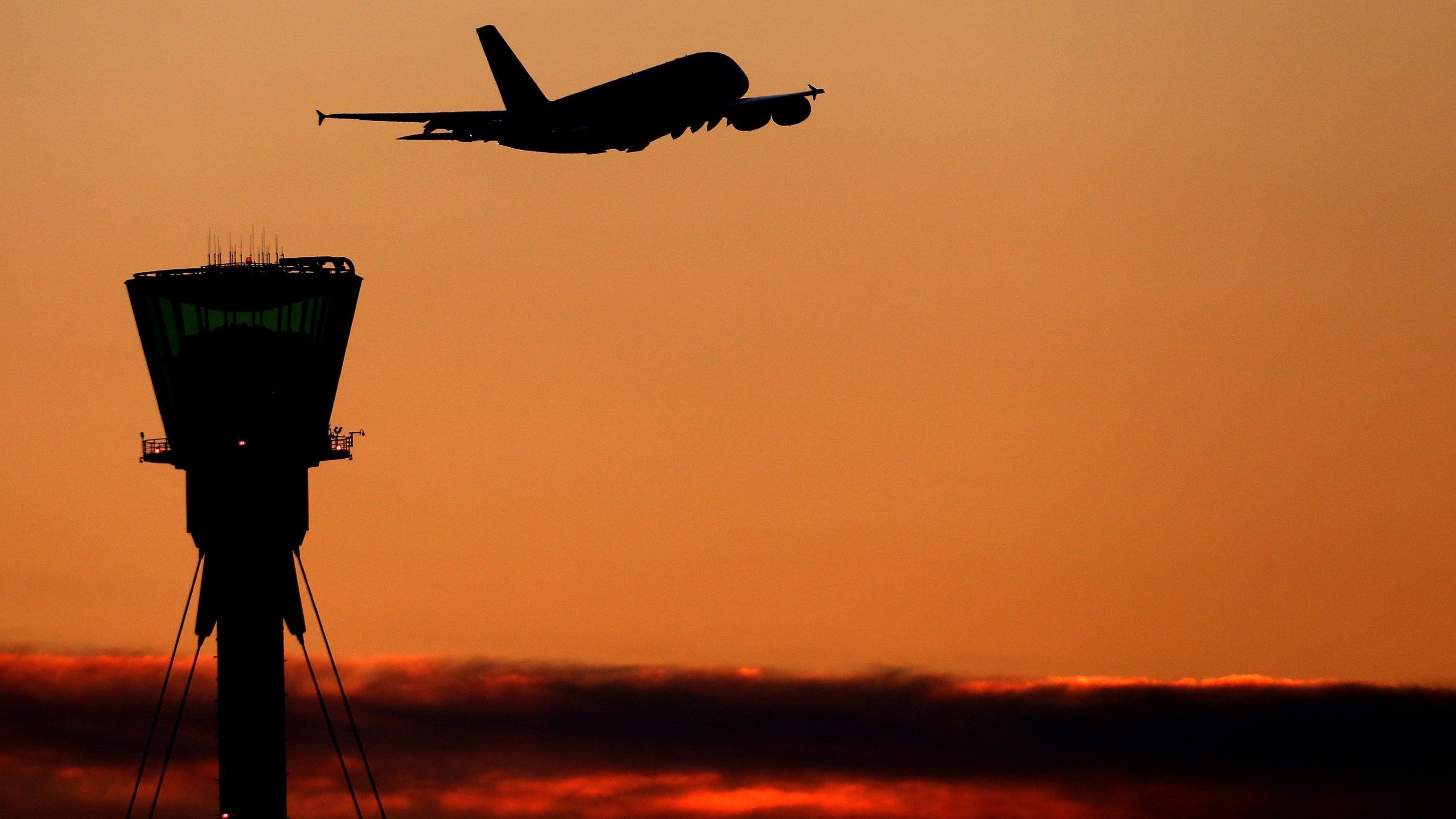 Λονδίνο: Πιλότος ετοιμαζόταν να πετάξει έχοντας πιει δέκα φορές πάνω από το