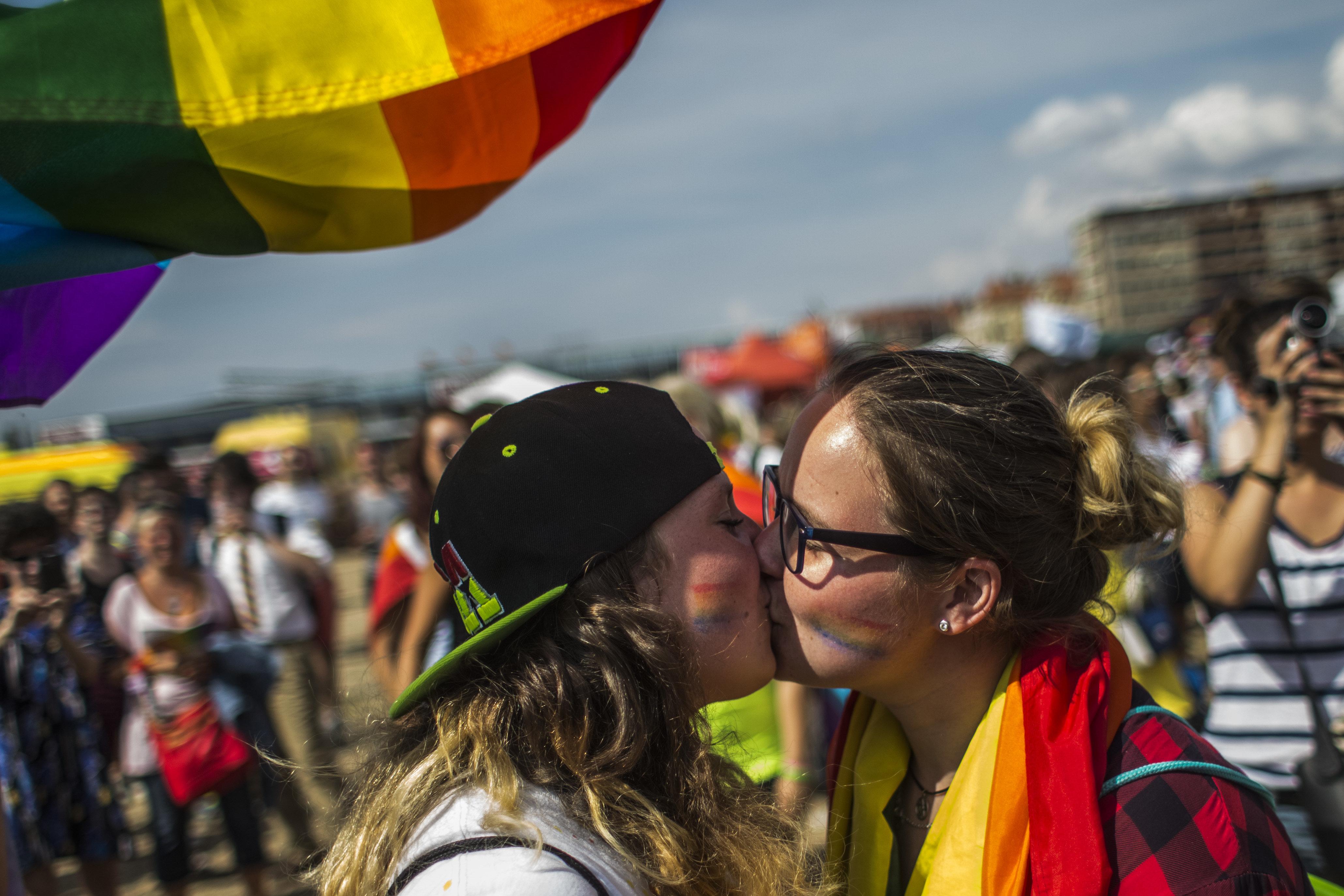 체코가 EU의 전 공산주의 국가 중 최초로 동성 결혼을 허용하는 곳이 될 수도