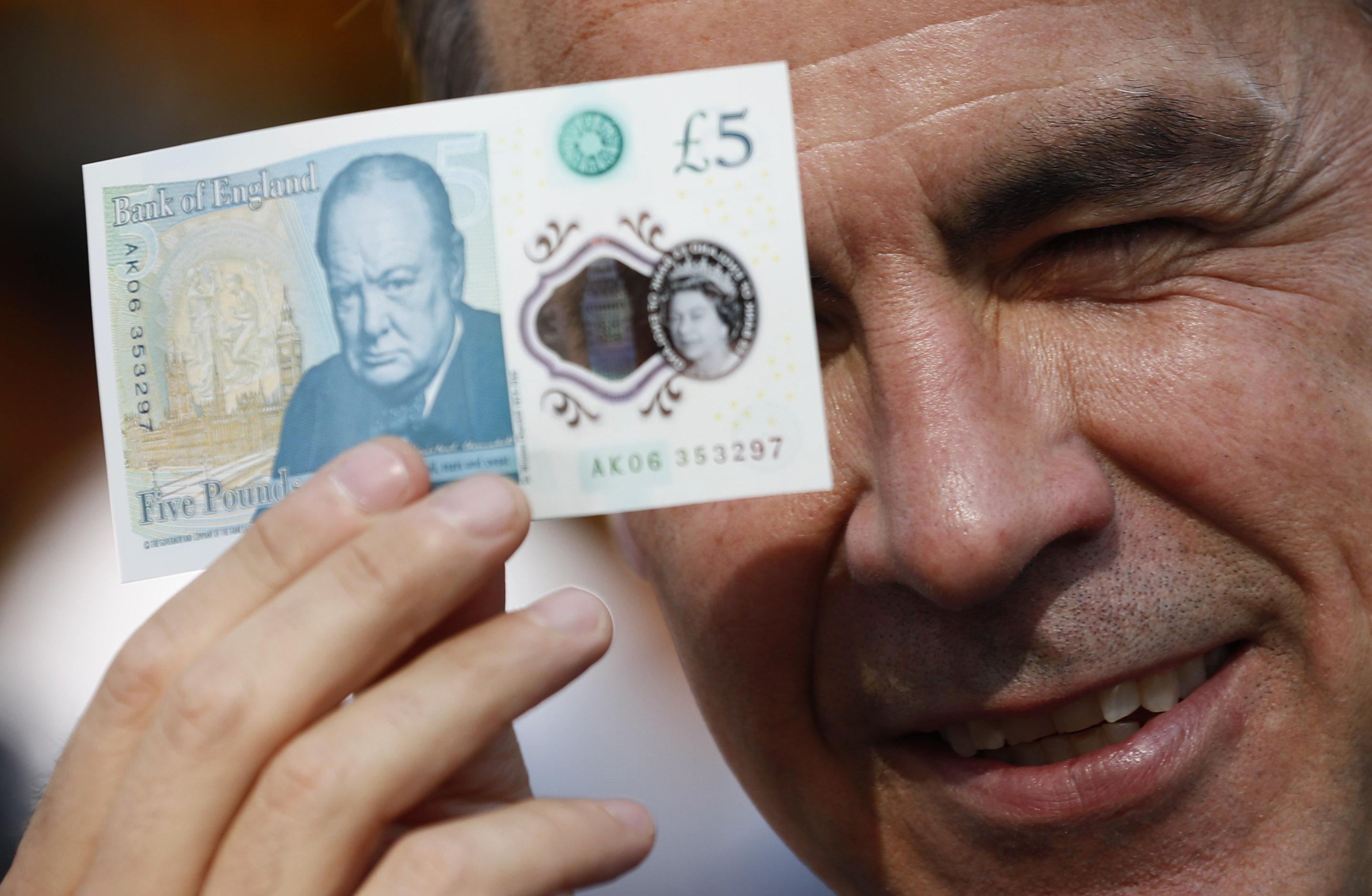 Zητείται Βρετανός επιστήμονας για το χαρτονόμισμα των 50 λιρών. Ποιός