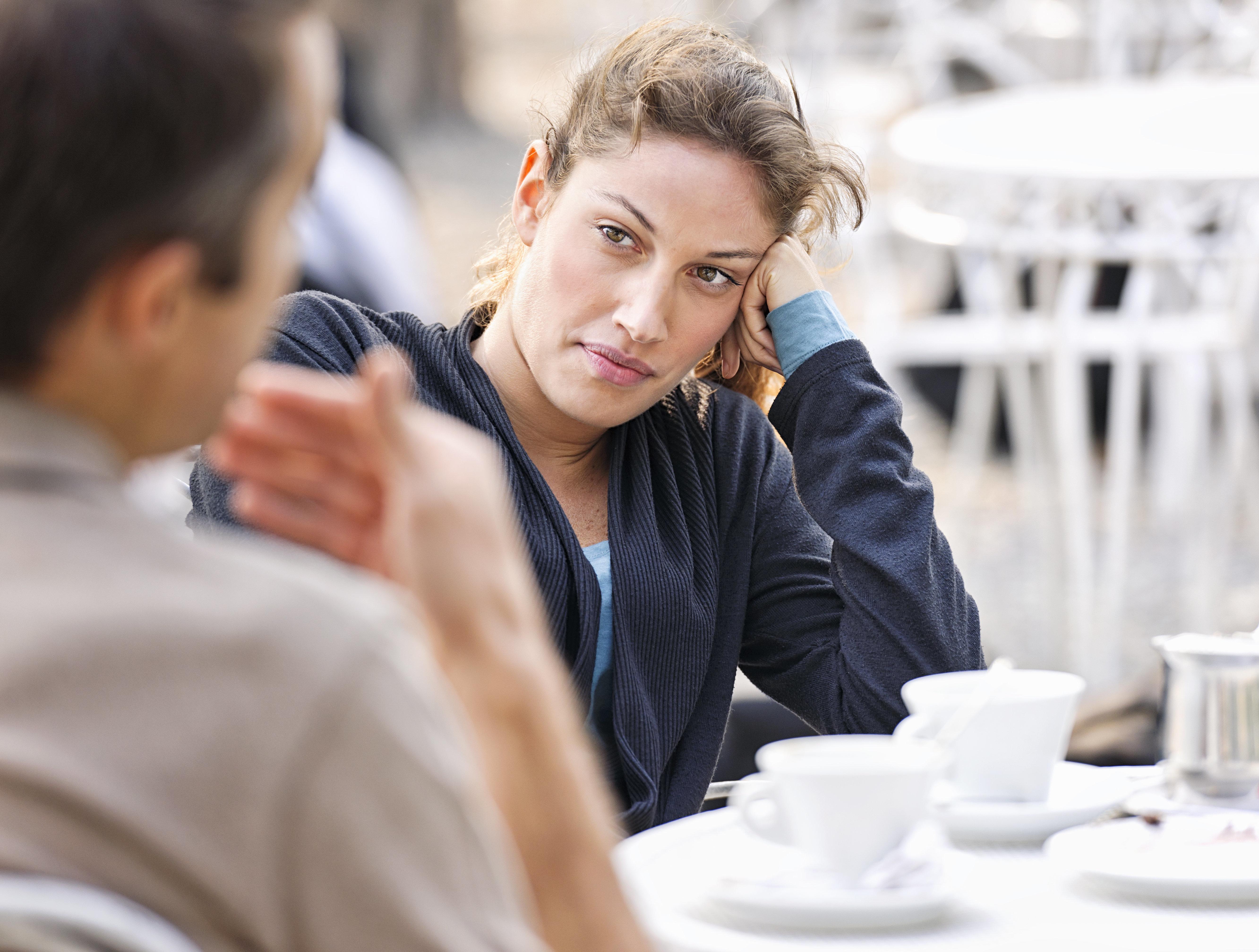 O que as mulheres realmente pensam quando você chama suas ex de