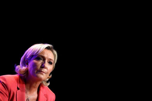 Γαλλία: Το ακροδεξιό κόμμα της Λεπέν προηγείται του κόμματος του
