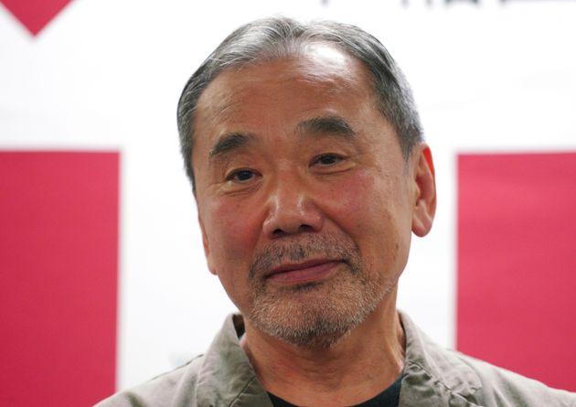 무라카미 하루키가 자신의 모든 자료를 와세다 대학교에
