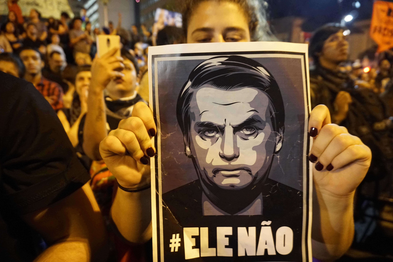 자이르 보우소나루 당선으로 브라질 LGBTQ 커뮤니티가 두려움에