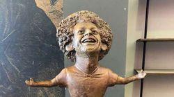 On a bien du mal à trouver la ressemblance de cette statue avec Mohamed