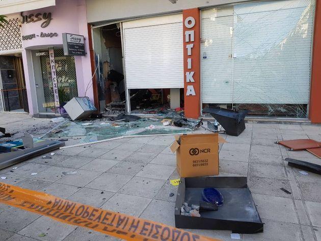 Βομβιστές των ΑΤΜ: Ισοπέδωσαν κατάστημα οπτικών στον
