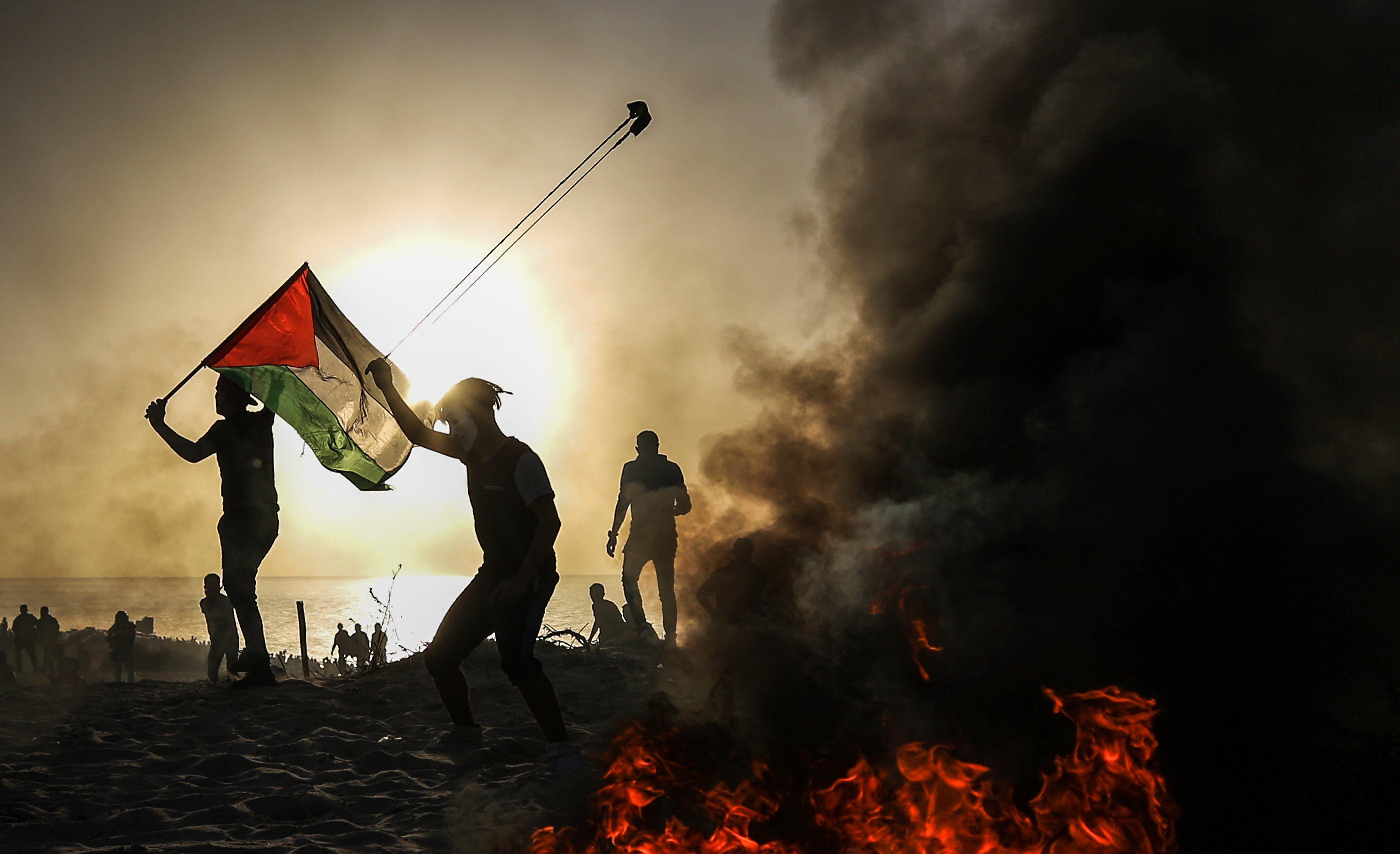 Από την Παλαιστίνη έως τα Εξάρχεια. Ο πετροπόλεμος των διαδηλωτών και τα μέτρα καταστολής