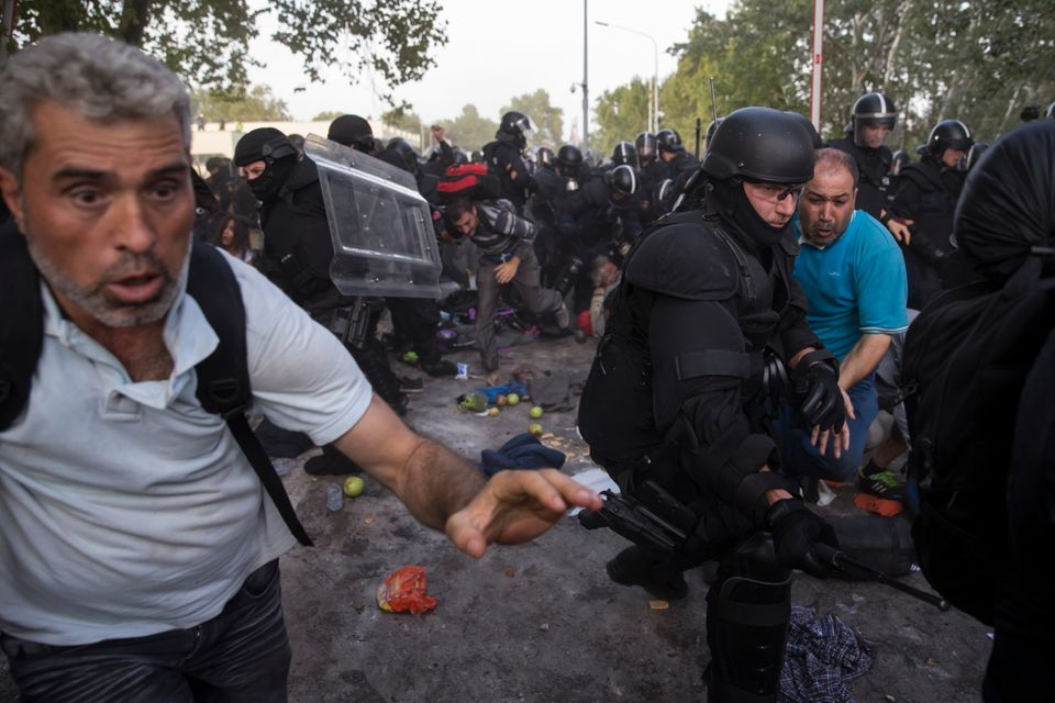 Ο πετροπόλεμος διαδηλωτών κατά αστυνομικών και τα μέτρα καταστολής
