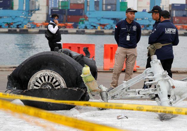 추락 인도네시아 항공기는 운항 전부터 이상을