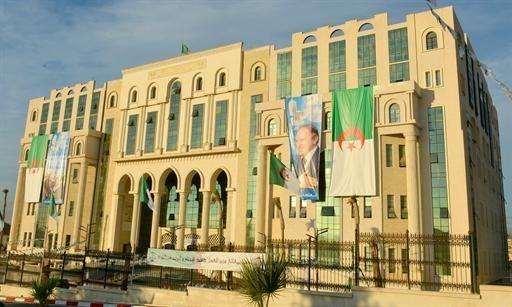 Le ministre de la justice et garde des sceaux inaugure le nouveau siège de la cour