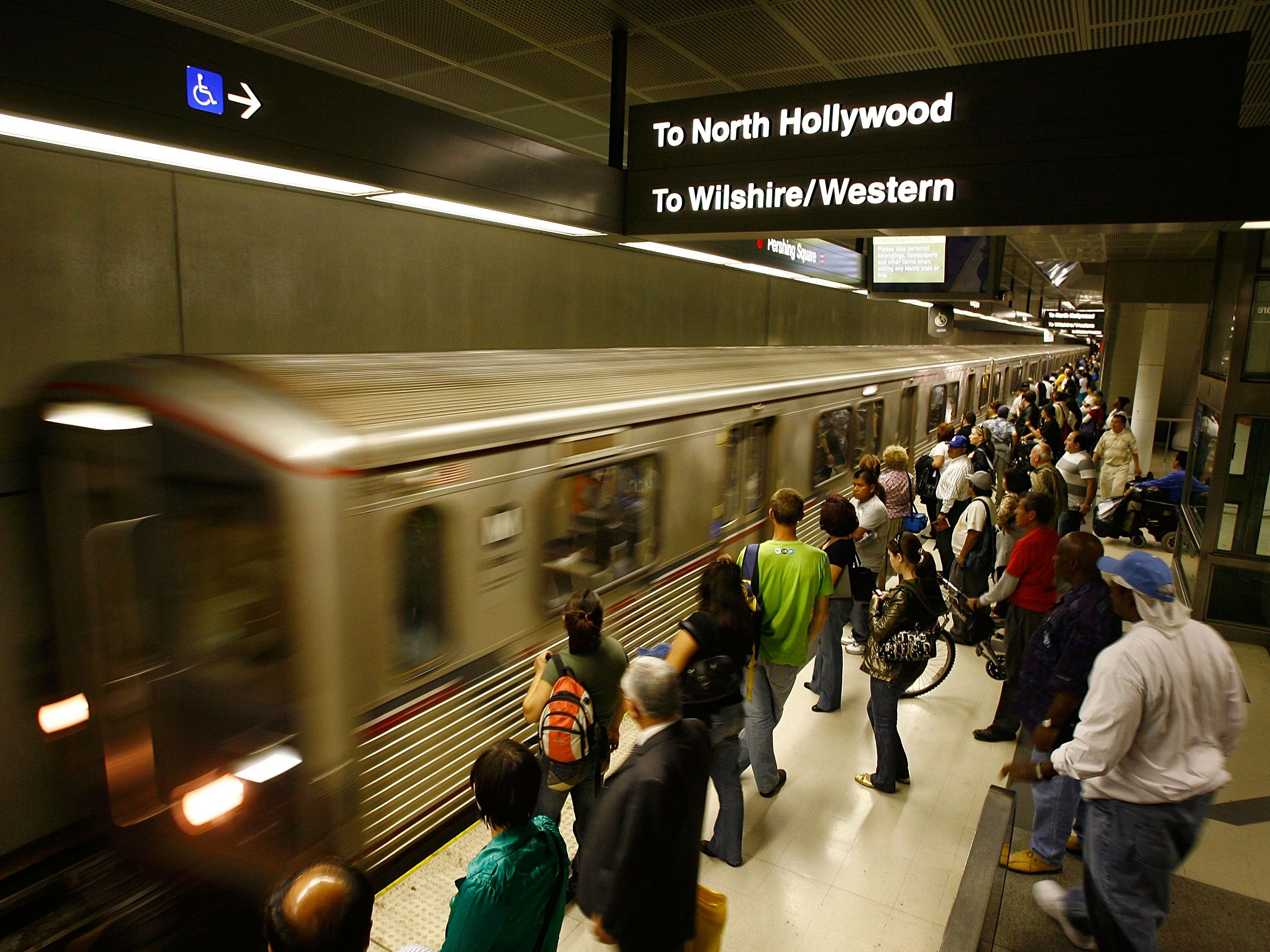 FBI investigates potential threat targeting Los Angeles metro train station