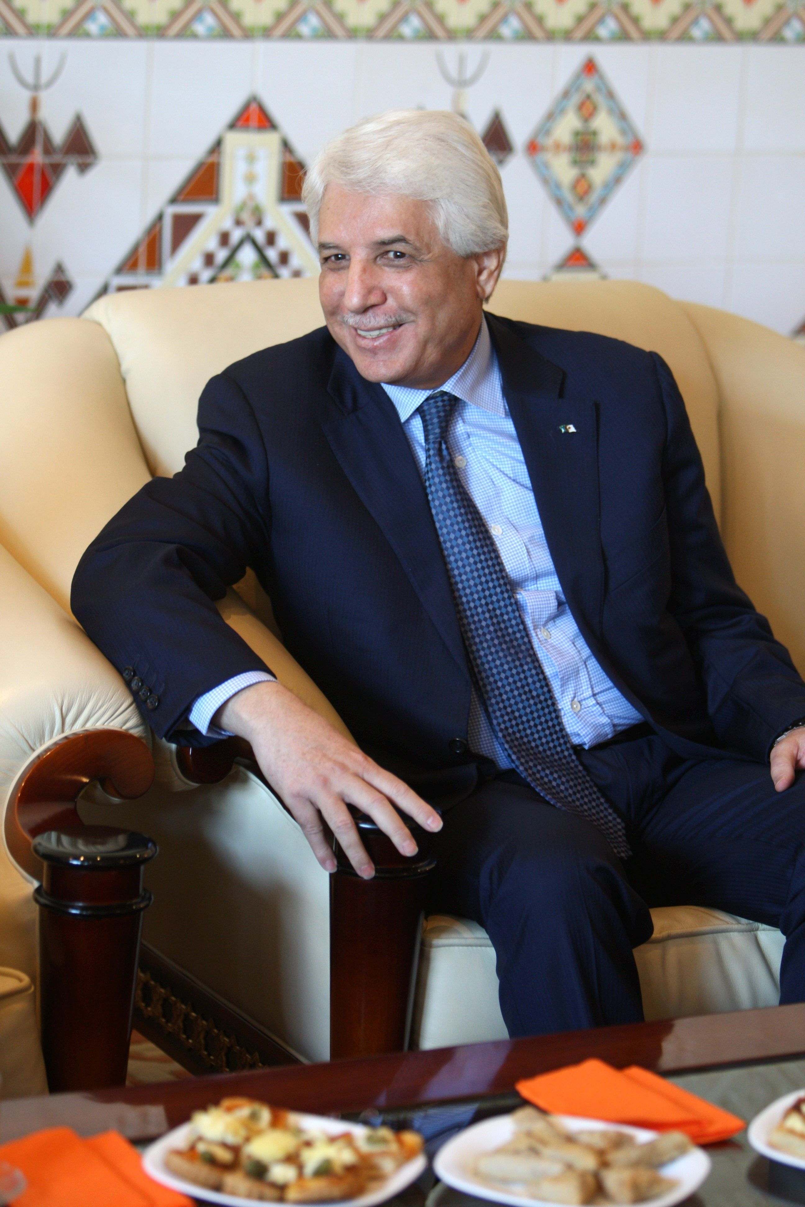"""Tayeb Louh tacle subtilement son """"supérieur"""" Ouyahia et suscite des interrogations"""
