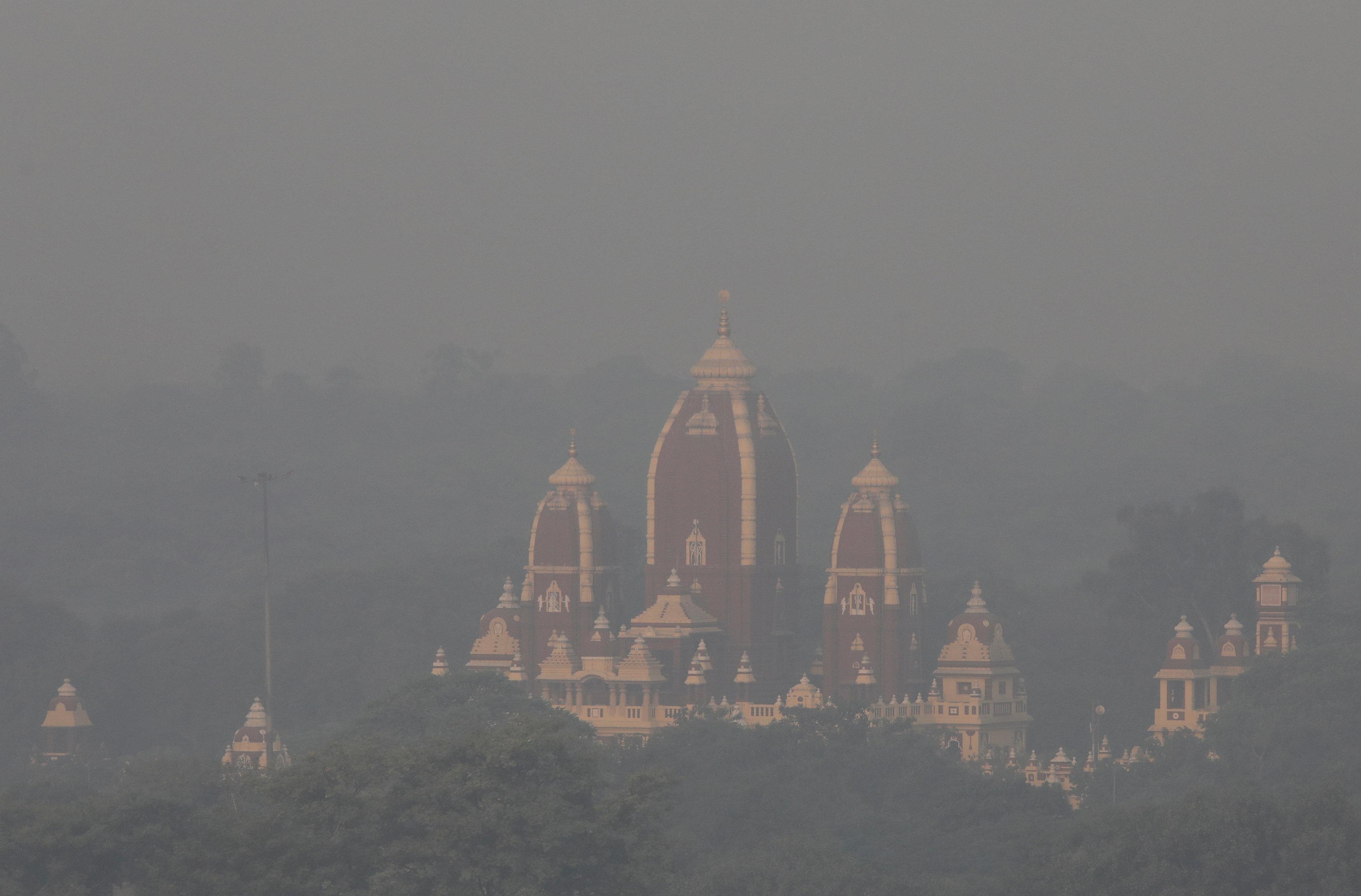 Το Δελχί χάθηκε μέσα στο τοξικό νέφος - 20 φορές άνω του επιτρεπτού η μόλυνση του αέρα