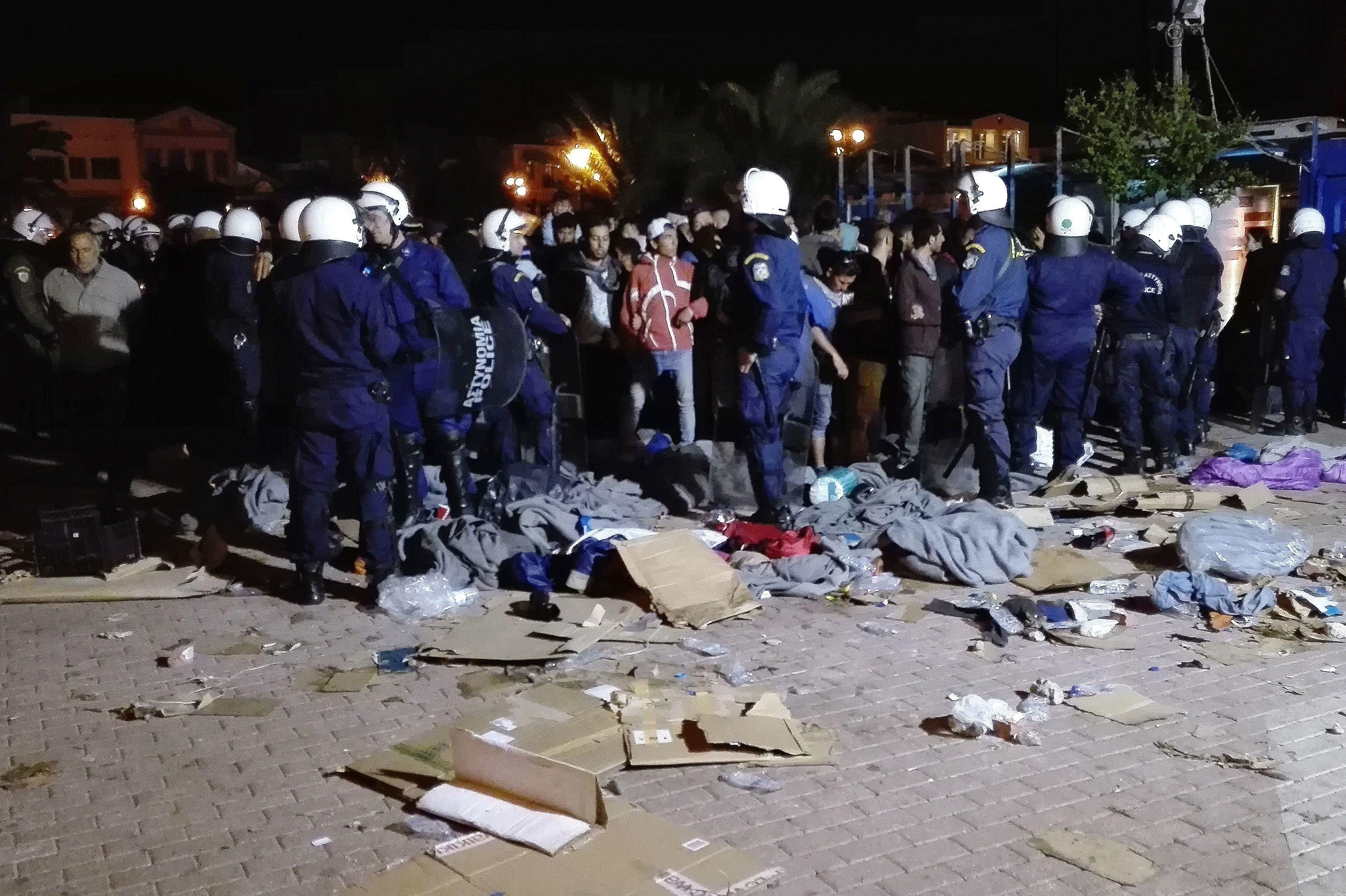 Ταυτοποιήθηκαν 26 άτομα για επιθέσεις σε μετανάστες στη