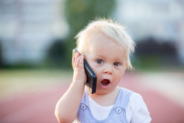 «Ο διάβολος ζει στα κινητά μας»: Ανερχόμενοι φόβοι στη Σίλικον Βάλεϊ για τη σχέση παιδιών και