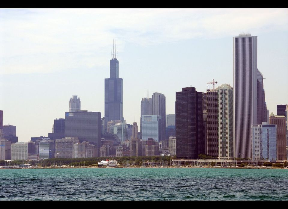 "Chicago became home to <a href=""http://en.wikipedia.org/wiki/Home_Insurance_Building"" target=""_hplink"">one of the world's fir"