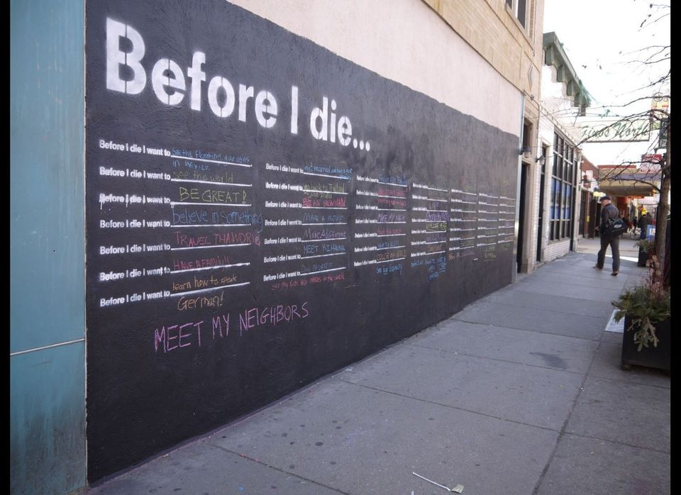 "The first Chicago ""Before I Die"" installation in the city's Edgewater neighborhood, 1101 West Granville."