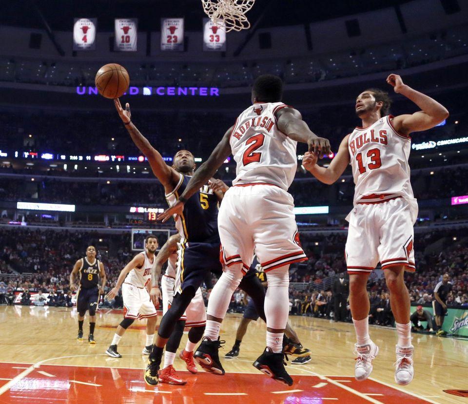 Utah Jazz guard Mo Williams (5) shoots and scores past Chicago Bulls guard Nate Robinson (2) and Joakim Noah (13) during the