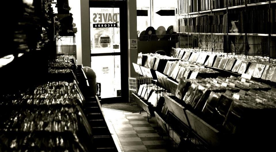 "<strong>Dave's Records - 2604 N. Clark St </strong> <a href=""https://twitter.com/davesrecordschi/status/324675164174426113"" t"