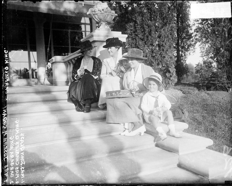 Group portrait of Mrs. Joseph E. Cudahy (Jean Cudahy, wife of meatpacker), Mrs. John Glass and Mrs. Charles G. King (Ginevra