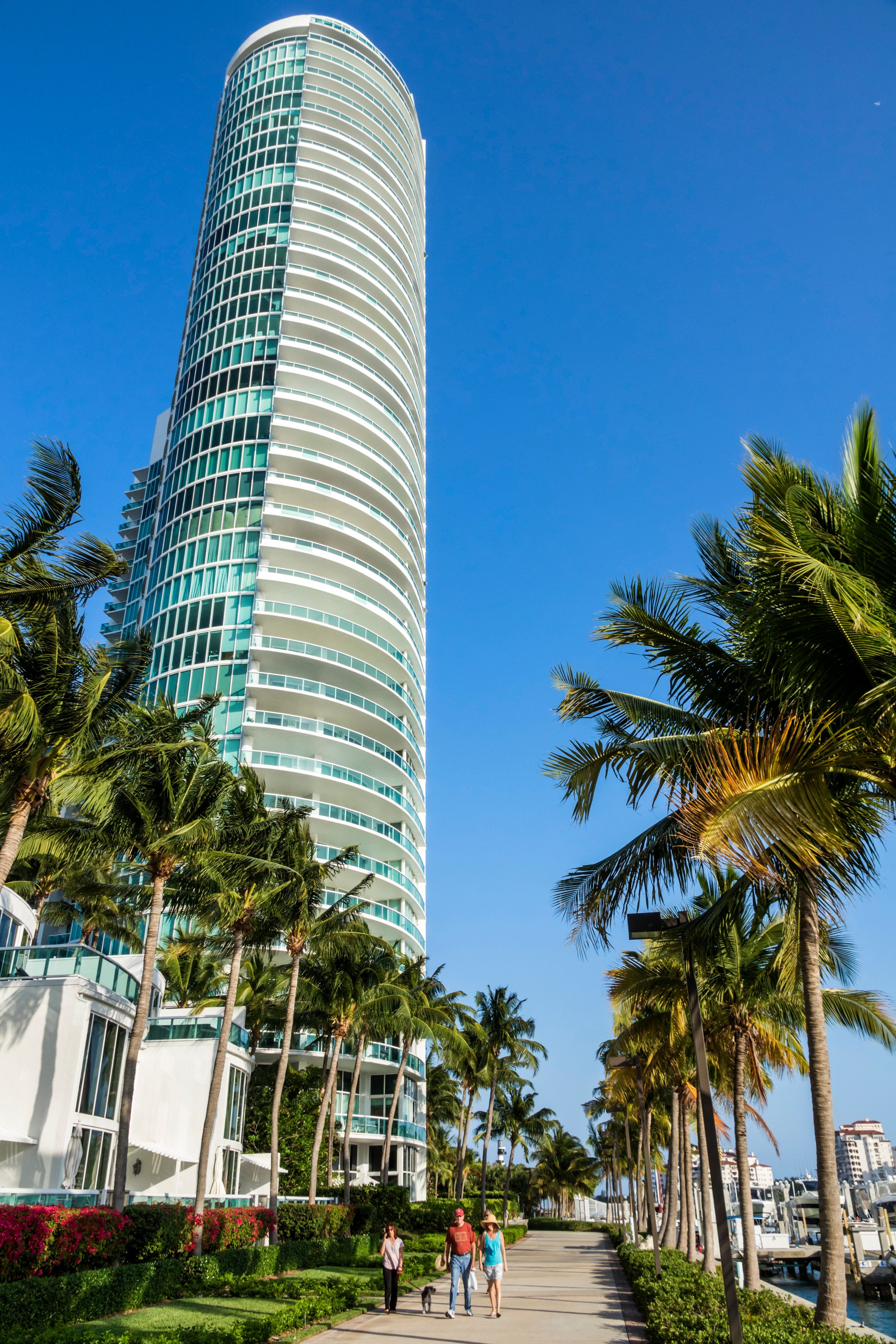 Florida, Miami Beach, Bay Walk, Murano at Portofino. (Photo by: Jeffrey Greenberg/UIG via Getty Images)
