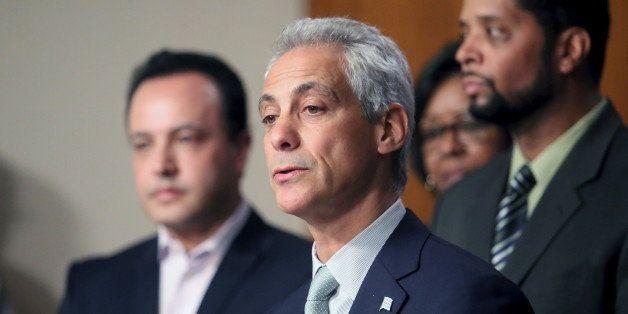 Chicago Mayor Rahm Emanuel holds a news conference in Chicago, Illinois December 30, 2015.  Emanuel, under intense pressure f