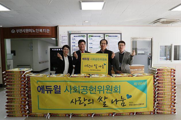 (왼쪽부터) 에듀윌 정학동 대표이사, 에듀윌 부천학원 김수현 부원장, 부천시원미노인복지관 장기욱 관장, 조창연