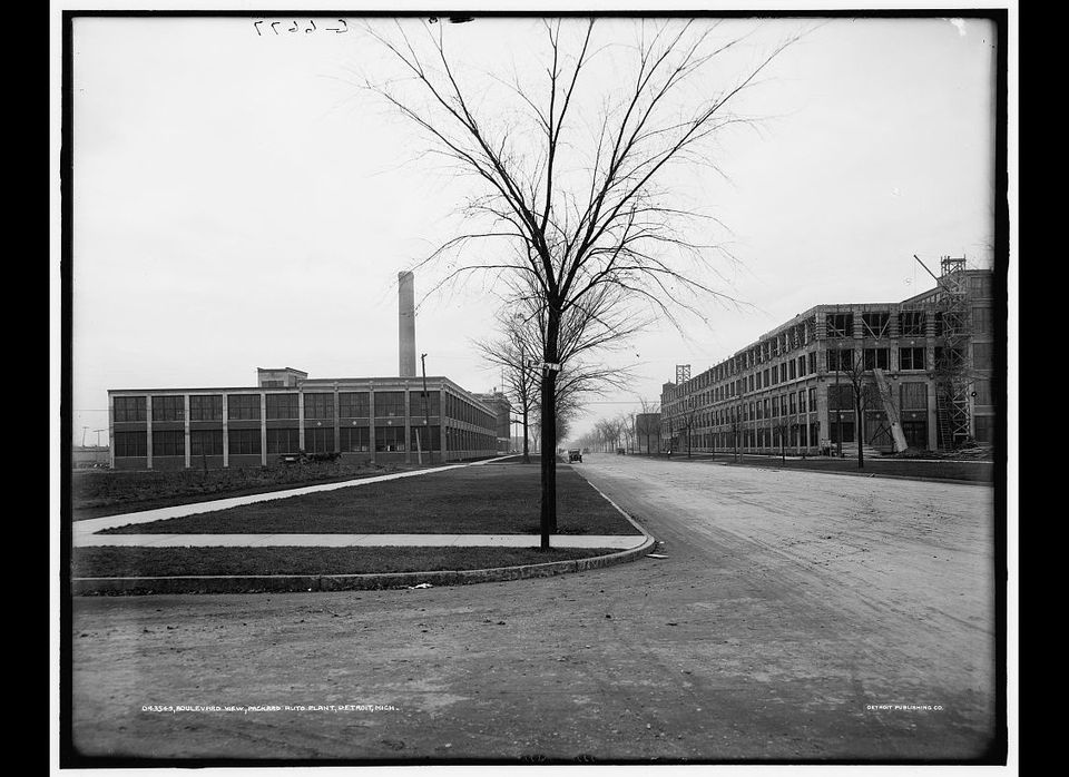 Title: Boulevard view, Packard auto plant, Detroit, Mich.