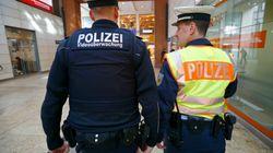 Düsseldorf: Männer umringen 17-Jährige – als die sich wehrt, tritt einer