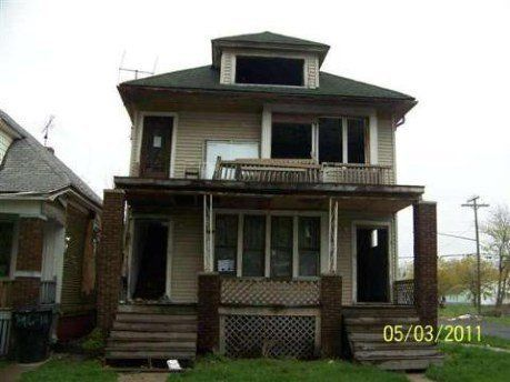 4700 St Clair,  $1 Multi-Family Home (2 Active Units) 2,248 Sq. Ft. House/3,485 Sq. Ft. Lot Year Built:1915 Neighborhood: H A