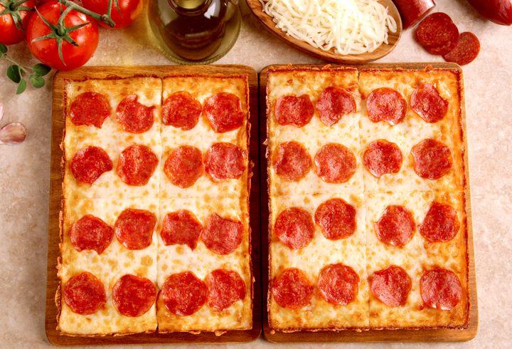 Little Caesars Deepdeep Dish Pizza New Detroit Style Pie