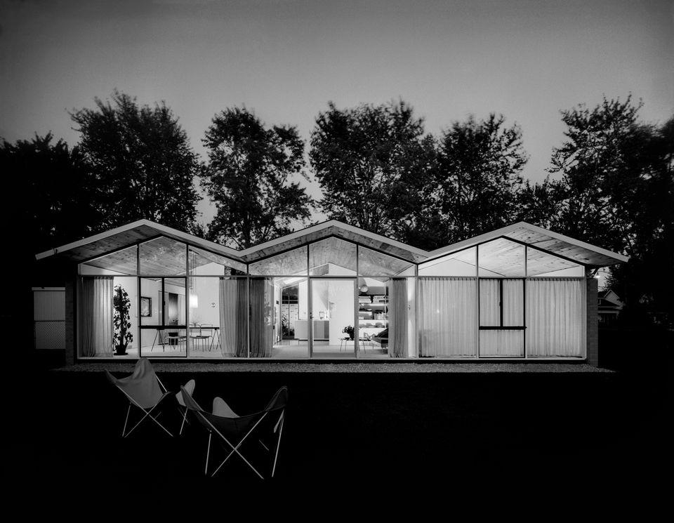 William Kessler House, Grosse Pointe Park, designed by William Kessler. Photographer: Balthazar Korab. Courtesy of the Librar