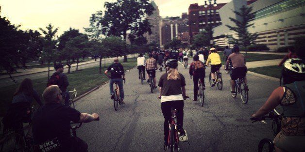 Mid-pack view heading toward the Fisher Building in Midtown.