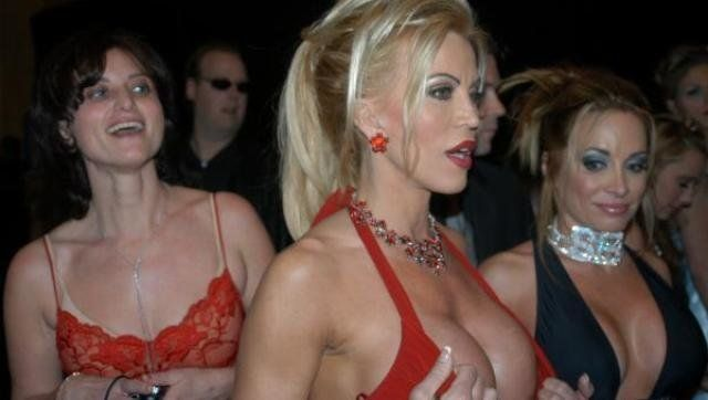 Description Porn star Amber Lynn (center) with friends at the 2005 AVN Award show | Source http://www. lukeisback. com/images