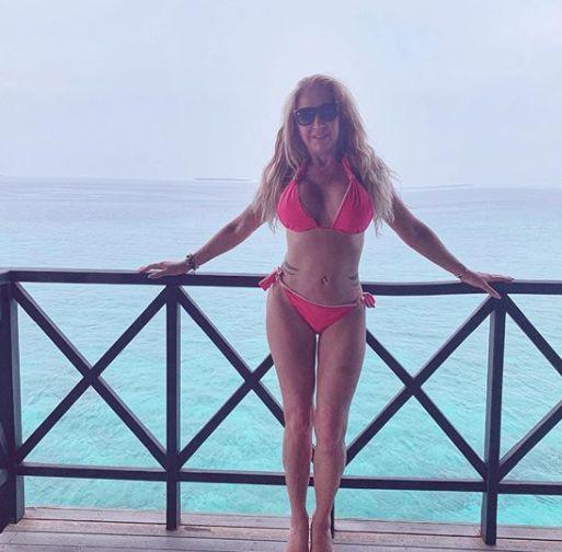 Carmen Geiss postet Bikinifoto von sich und bemerkt ihren eigenen Fehler nicht