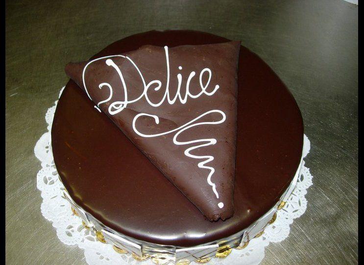 "<a href=""http://www.delicebakery.com/"" target=""_hplink"">Delice Bakery</a> 8583 W Pico Blvd Los Angeles, CA 90035  ""Artist"