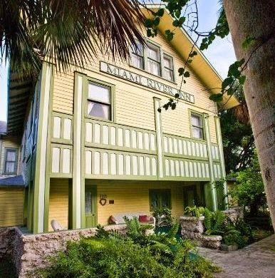 """This bed and breakfast has been in business since 1910, and rumor has it that <a href=""""http://www.hauntedhouses.com/states/fl"""