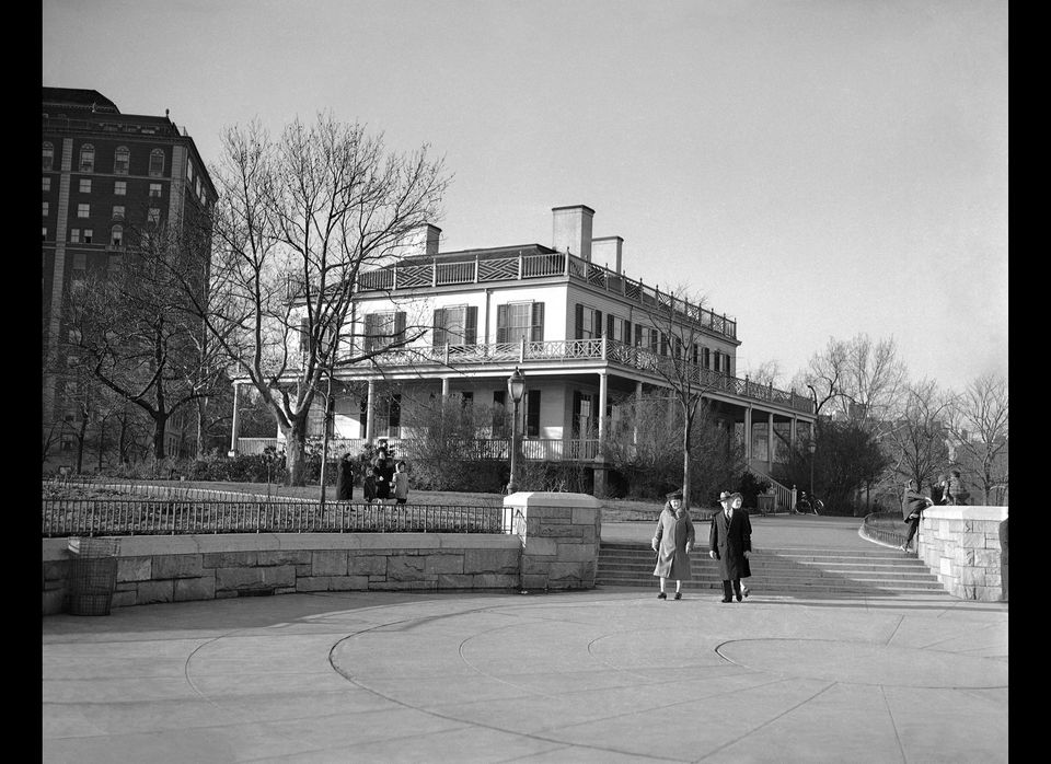 Gracie Mansion, built in 1799 and located in Carl Schurz Park at 88th Street and the East River in New York, which may be tur