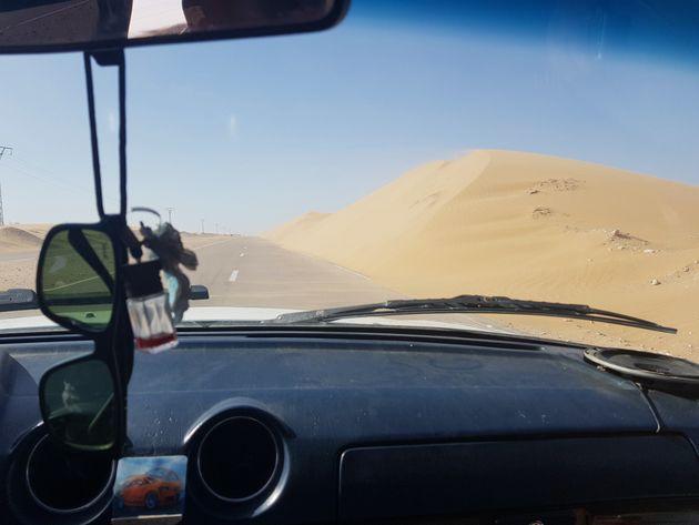 Cordon dunaire sur la route d'El