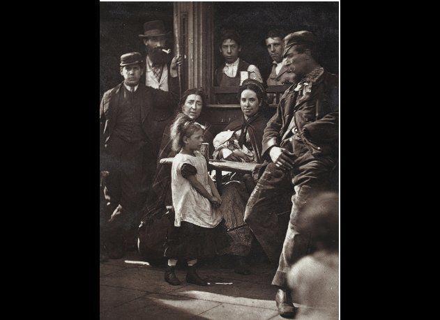 John Thomson (1837-1921)    Hookey Alf' of Whitechapel, c.1877  © Museum of London
