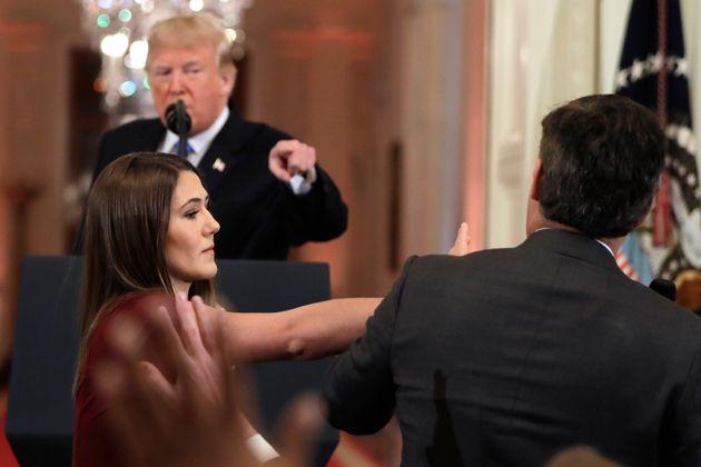 Θερμό επεισόδιο μεταξύ Τραμπ και δημοσιογράφου του CNN: «Είσαι απαίσιος και