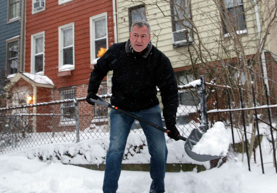 New York City Mayor Bill de Blasio shovels the sidewalk in front of his house in New York, Friday, Jan. 3, 2014. New York Cit