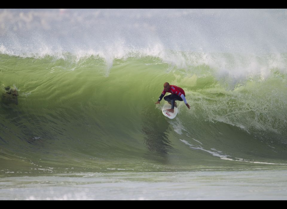 Kelly Slater gets ready to tuck into a Supertubes barrel. ©ASP/Kirstin