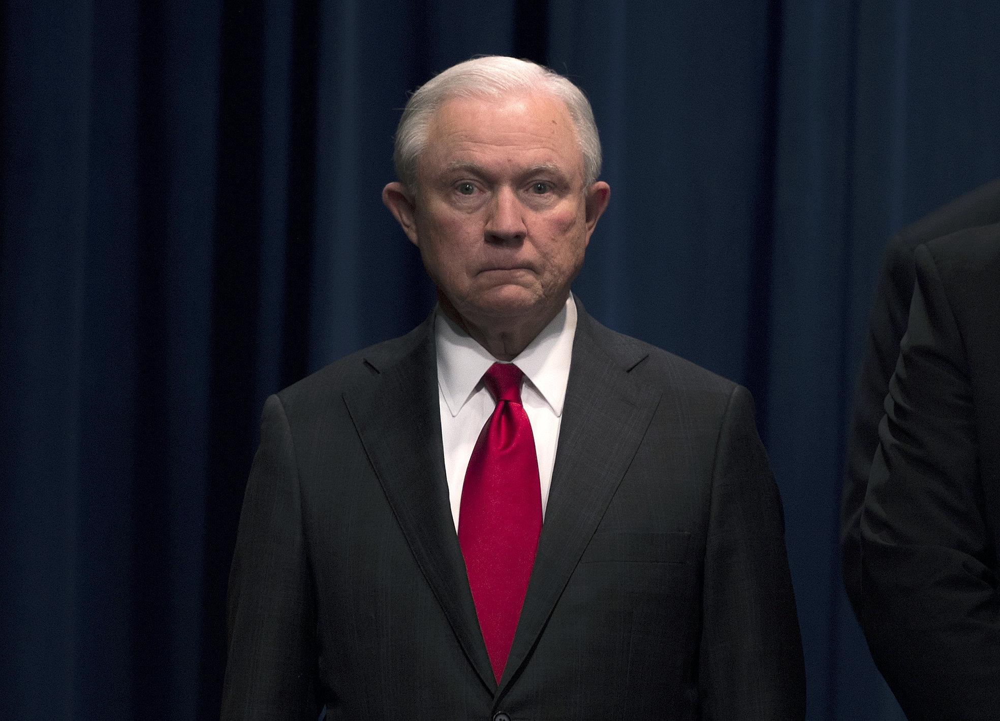 세션스가 사임했다. 이제 트럼프는 '러시아 특검'을 손 보려