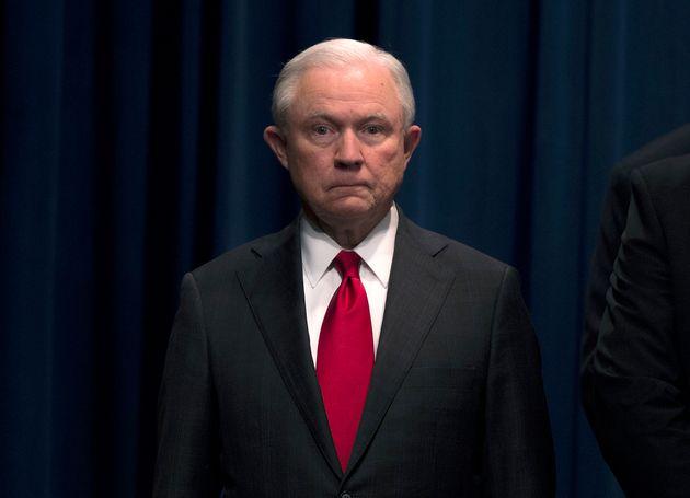 세션스 법무장관이 사임했다. 이제 트럼프는 '러시아 특검'을 손 보려