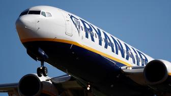 A Ryanair Boeing 737-800 aircraft approaches Paris-Beauvais airport in Tille, northern France, September 27, 2018.  REUTERS/Christian Hartmann