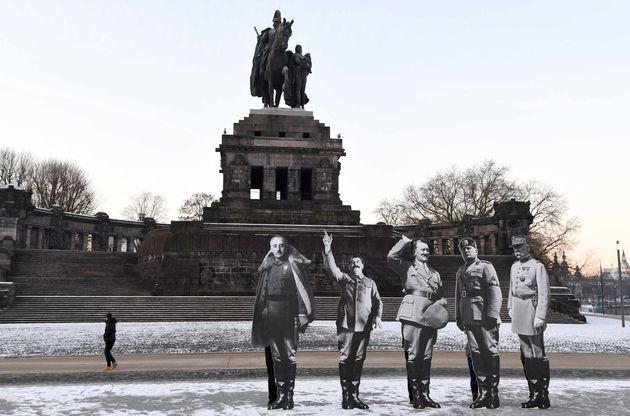 Ο Μακρόν οργίζει τους Γάλλους τιμώντας τον Φιλίπ Πεταίν που συνεργάστηκε με τους