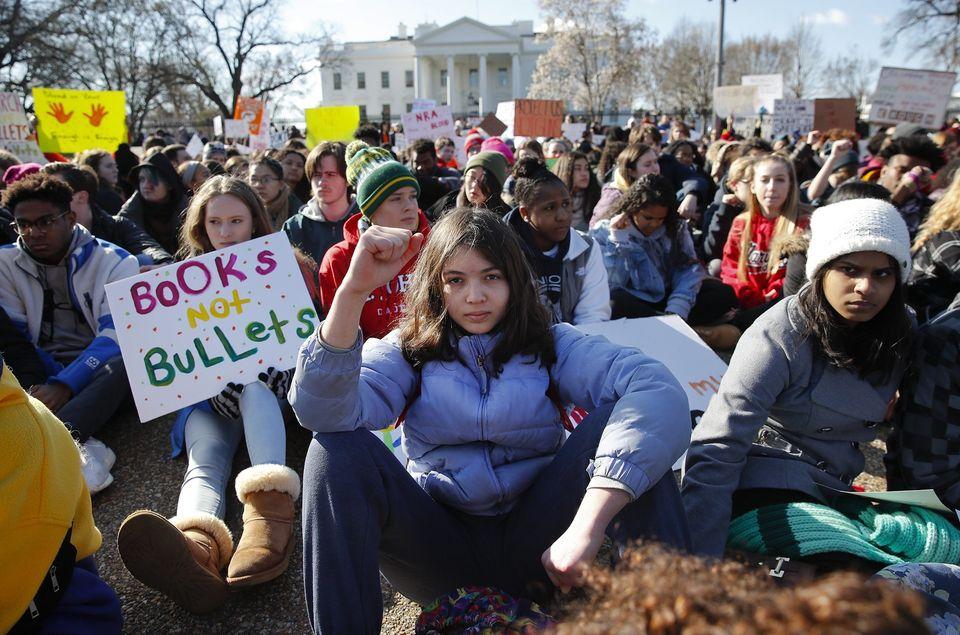 Schülerinnen demonstrieren gegen